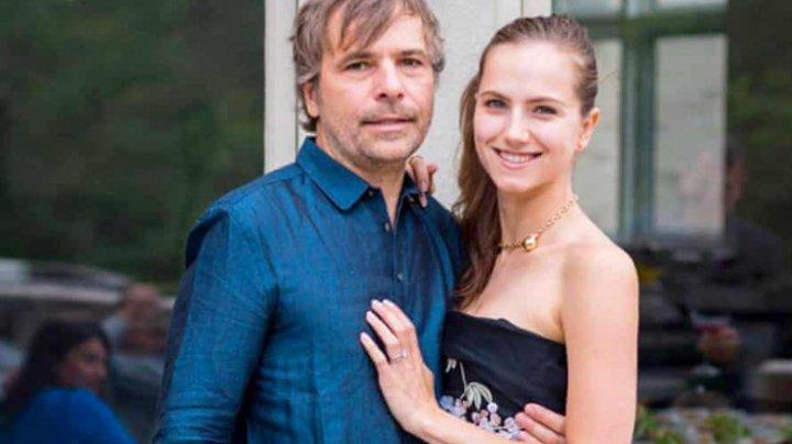 Un milionar și soția lui au zburat cu avionul privat într-o zonă cu 100 de oameni, ca să se vaccineze