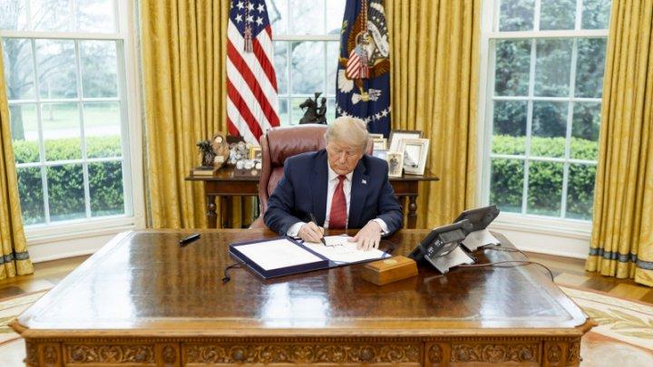 Donald Trump i-a lăsat o scrisoare lui Joe Biden în Biroul Oval