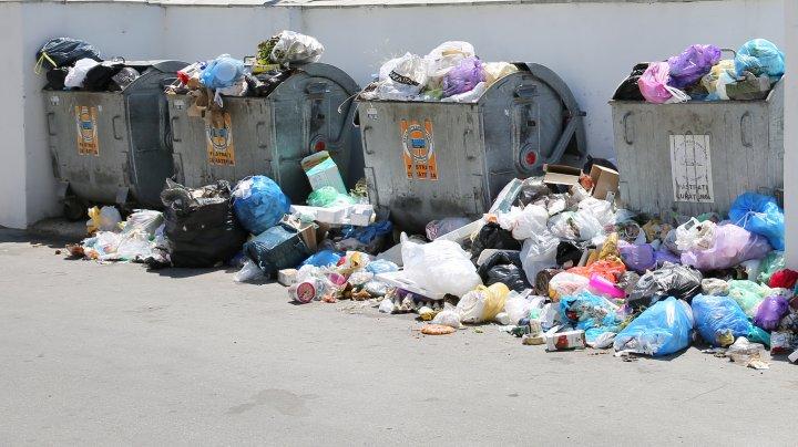 DEȘEURILE, MĂRUL DISCORDIEI: Compania va recicla doar gunoiul sortat în tomberoane din Capitală