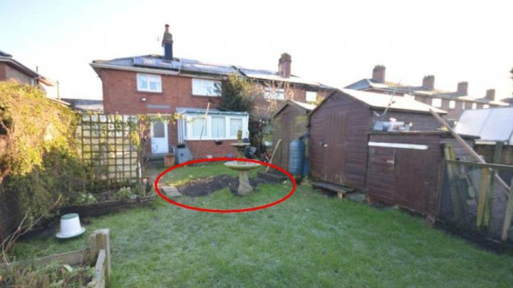 O casă a fost scoasă la vânzare cu tot cu proprietarul îngropat în curte