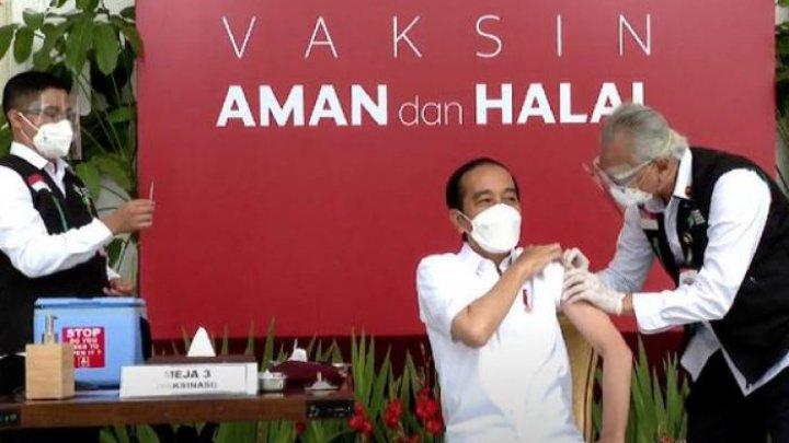 Motivul pentru care Indonesia a ales să vaccineze tinerii înaintea persoanelor în vârstă