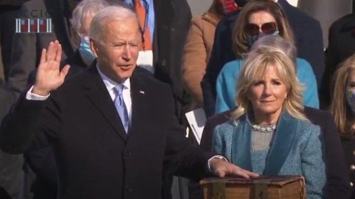 (LIVE) Joe Biden a depus jurământul. Acesta a jurat pe Biblia familiei sale pe care a folosit-o la toate evenimentele importante din viața sa