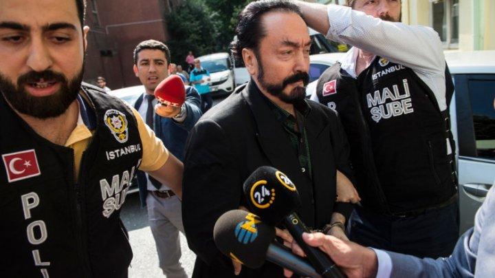 Liderul unui cult sexual din Turcia, condamnat la peste 1.000 de ani de închisoare