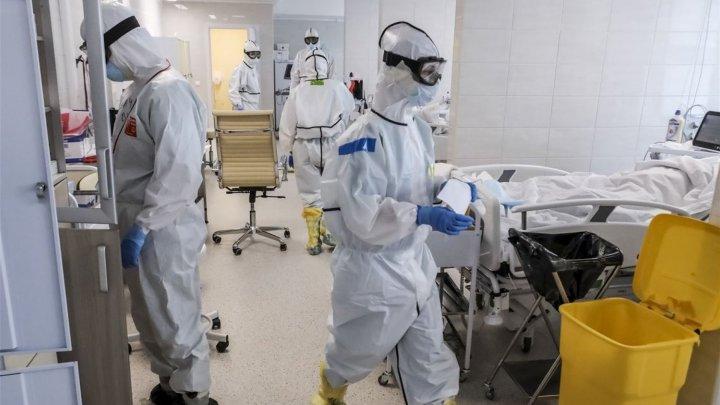 Situaţia epidemiologică se agravează de la o zi la alta. Bolnavii de COVID-19, nevoiți să stea în rând pentru a fi conectaţi la aparatul de oxigenare