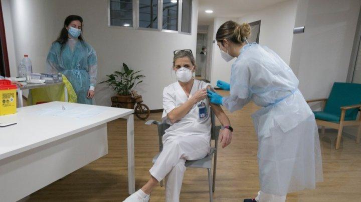 Regiunea Madrid suspendă vaccinarea personalului medical în lipsa dozelor