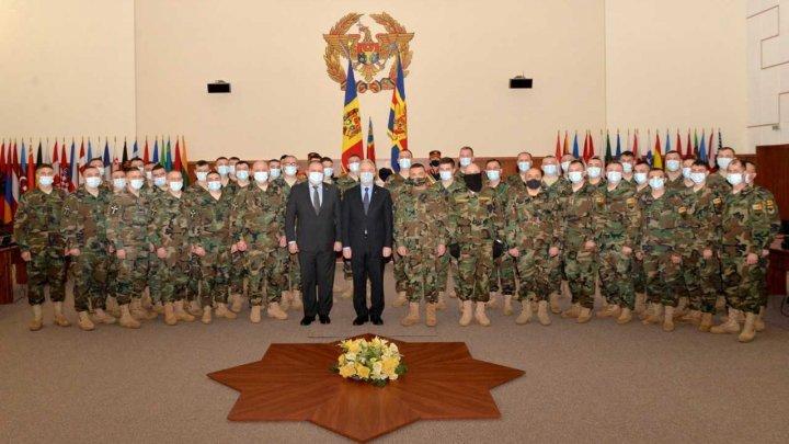 Militarii din cel de-al 13-lea contingent al Armatei Naţionale au revenit acasă din Kosovo