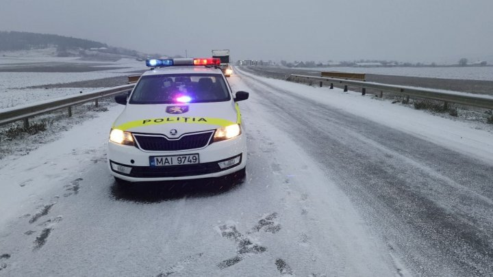 Ninge în unele zone din țară. INSP vine cu RECOMANDĂRI pentru şoferi