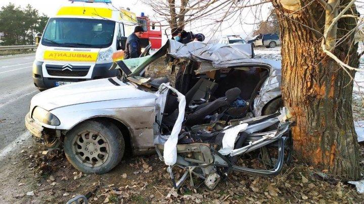 ACCIDENT GRAV în raionul Sîngerei. O şoferiţă de 20 de ani a murit, iar doi pasageri au ajuns la spital (FOTO)
