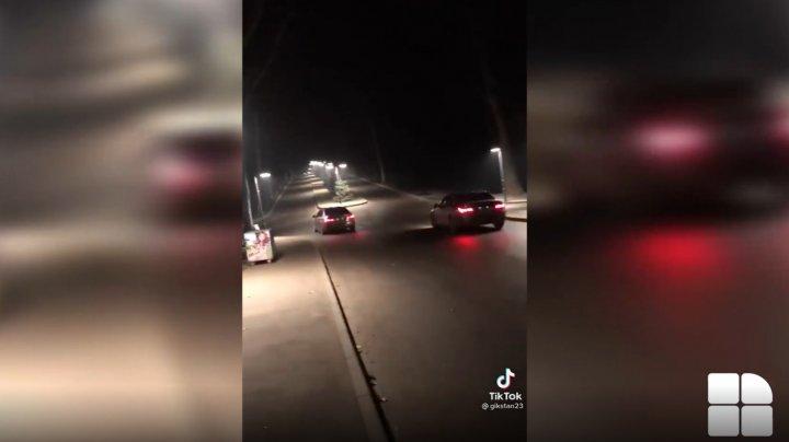 Curse ilegale într-un parc din Capitală. Momentul în care doi şoferi teribilişti se aventurează pe o alee pietonală (VIDEO)
