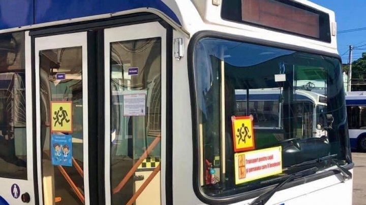 Troleibuzele destinate pentru transportarea copiilor spre școli și grădinițe își reiau activitatea
