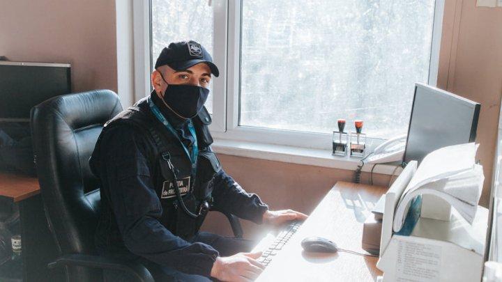Prinşi cu acte false. Doi tineri moldoveni, deconspiraţi în punctul de trecere a frontierei Sculeni