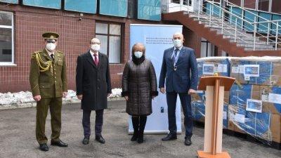 "NATO a donat 25 de mii de combinezoane spitalului ""Valentin Ignatenco"""