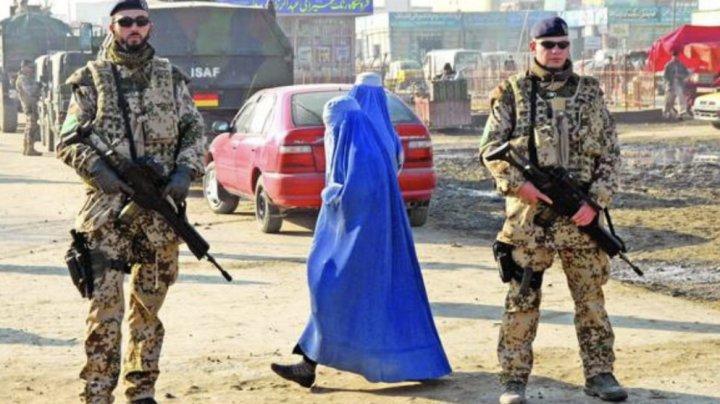 O jurnalistă, primul cetăţean afgan vaccinat împotriva COVID-19