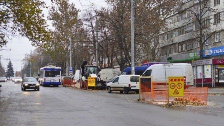 Trafic rutier suspendat pe o porţiune de pe strada Ion Creangă din Capitală. Cum va circula transportul public