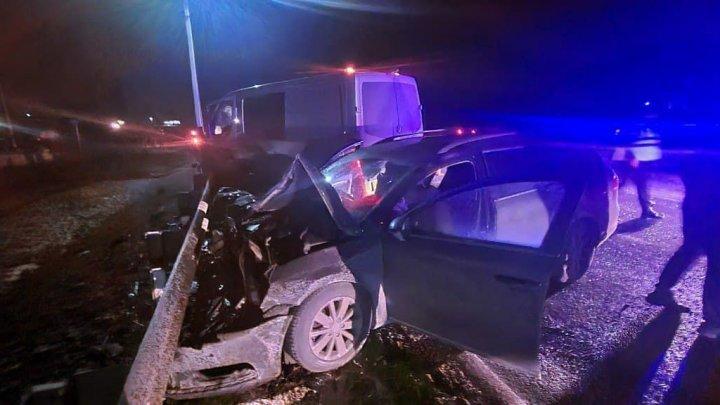 ACCIDENT CUMPLIT la Telenești: Un tânăr a murit, iar alte trei persoane au ajuns la spital (FOTO)