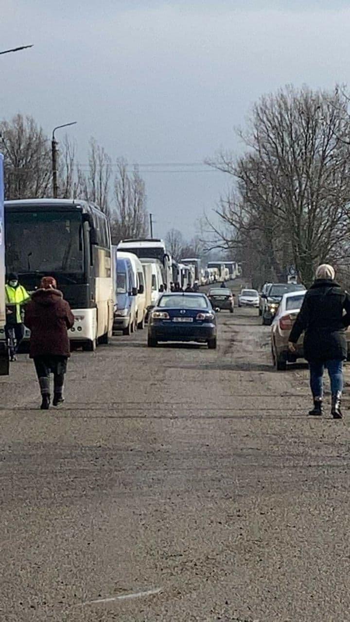 Mai multe autocare moldoveneşti, întoarse din punctul de frontieră Oancea. Care este motivul