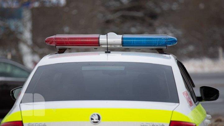 Riscă AMENDĂ. Descoperirea făcută de inspectorii de patrulare în mașina unui tânăr din Capitală (FOTO)
