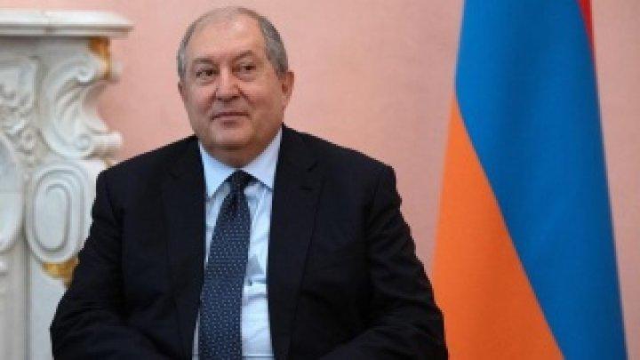 Preşedintele Armeniei refuză să-l demită pe şeful armatei