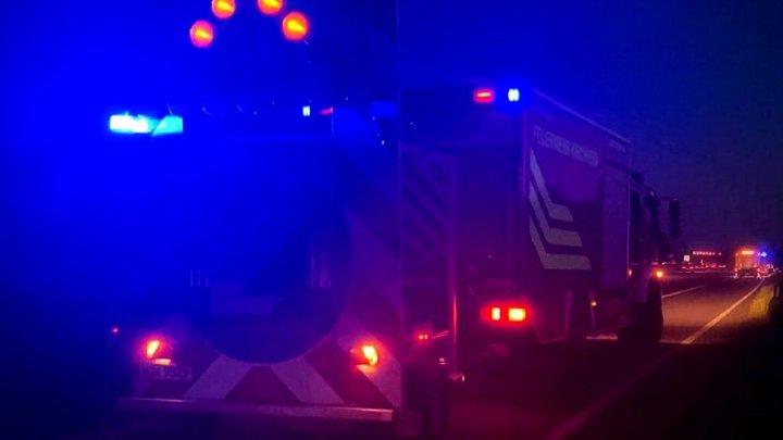 Microbuz cu 9 români lovit în plin de un camion și aruncat 50 de metri pe autostradă, în Germania