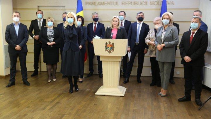 """Deputaţii """"Şor""""  şi """"Pentru Moldova"""": Decizia CC obligă şeful statului să se supună Parlamentului"""