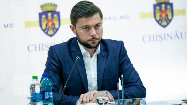 Membrii Asociaţiei Agenţiilor de Publicitate îl acuză de abuz pe viceprimarul Capitalei, Victor Chironda