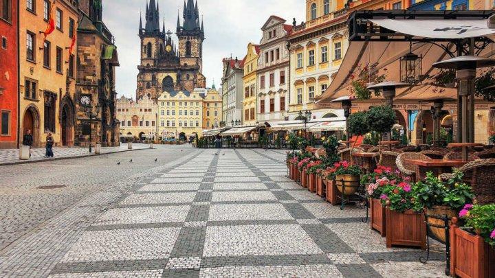 Cehii care intră în carantină vor primi bani de la stat. Suma încasată zilnic