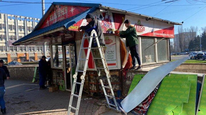 A început demolarea şoproanelor de pe strada Ion Creangă din Chișinău. Ce urmează să se construiască în locul acestora
