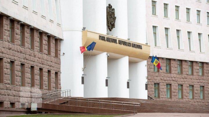 Deputații au adoptat Declarația cu privire la dezacordul dizolvării Legislativului