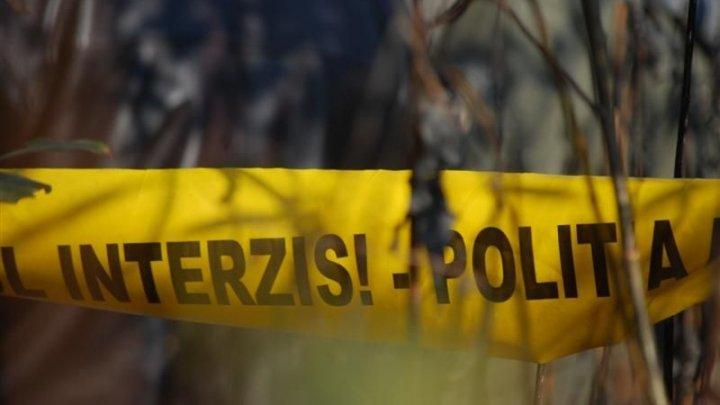 Descoperire MACABRĂ într-un parc din Capitală: Cadavrul unui bărbat a fost observat de trecători