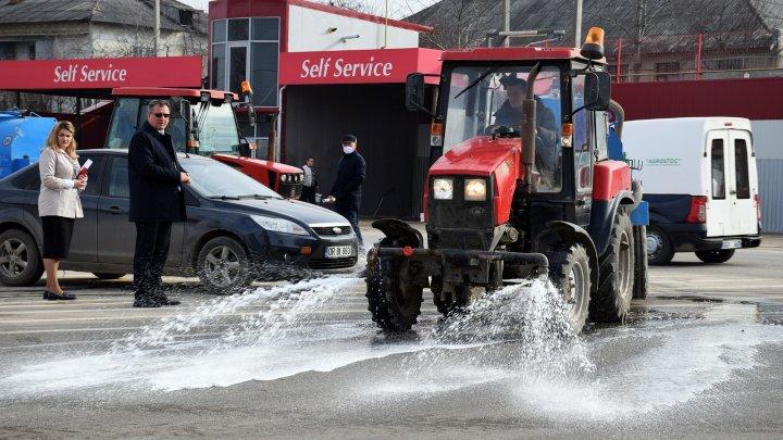 Tradiţia s-a respectat şi în acest an la Orhei. Străzile din oraş au fost spălate cu şampon