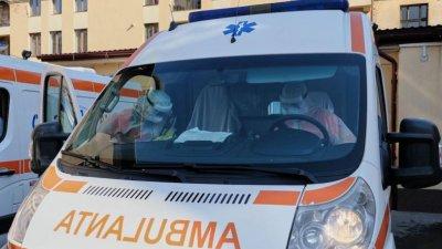 Accident în Capitală: Un șofer a avut nevoie de îngrijiri medicale după ce s-a izbit cu maşina într-un copac