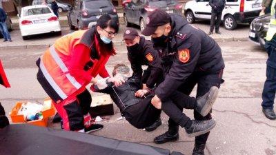 Un tânăr, lovit de un automobil pe strada Alba Iulia din Capitală (FOTO)