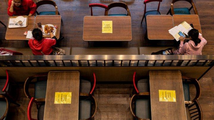 Studiu MIT: Distanțarea socială la 2 metri nu are efect împotriva îmbolnăvirii de Covid