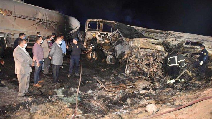 Accident cumplit în Egipt: 20 de persoane au murit arse de vii, după ce un autobuz s-a izbit într-un camion cu produse petroliere