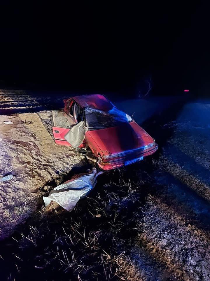 Alcoolul și viteza excesivă continuă să facă victime. O tânără de 18 ani a decedat, după ce mașina în care se afla s-a răsturnat (FOTO)