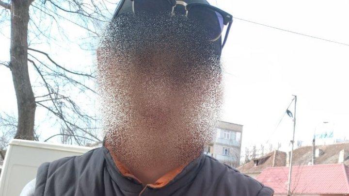 Un bărbat de 28 de ani, aflat sub influența drogurilor, depistat pe strada Ion Creangă din Capitală
