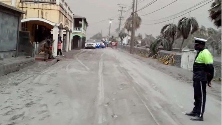 ONU: Insula Saint Vincent, rămasă fără apă potabilă şi electricitate după erupţia vulcanului La Soufriere