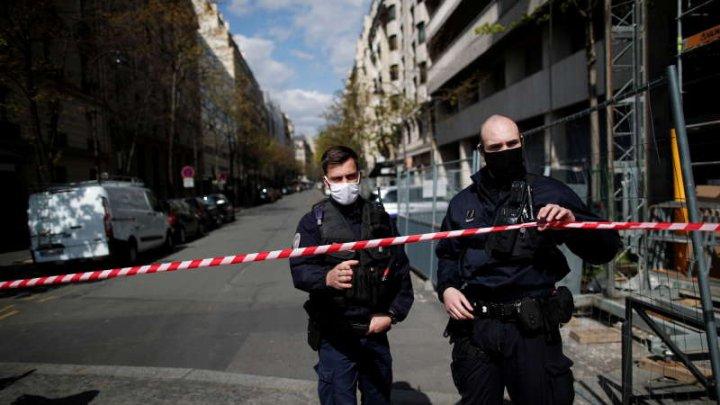 Atac cu focuri de armă în faţa unui spital din Paris. O persoană, împuşcată mortal