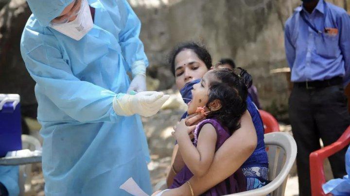 Numărul de infecţii atinge un nou record zilnic în India, în timpul unui festival religios hindus