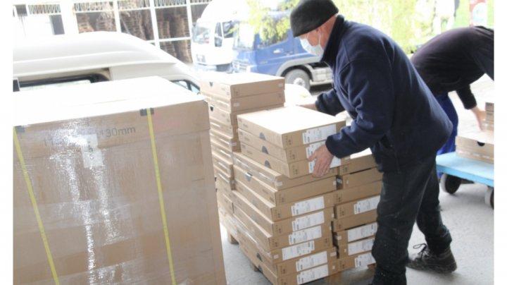 """MEEC a recepționat cel de-al doilea lot de 7600 laptopuri, achiziționate în cadrul Proiectului """"Reforma Învățământului în Moldova"""""""