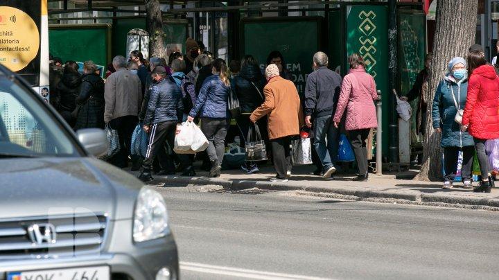 (FOTOREPORT) Haos după anularea stării de urgenţă! Cum arată cele mai aglomerate locuri din Chişinău