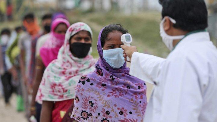 Lipsă de vaccinuri în India, unde numărul de infecţii atinge un nou record zilnic