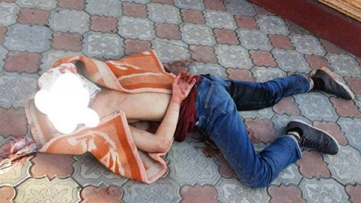 Un tânăr a fost împușcat în picior pentru că a pătruns în gospodăria unui bărbat și l-ar fi agresat. Poliția investighează cazul