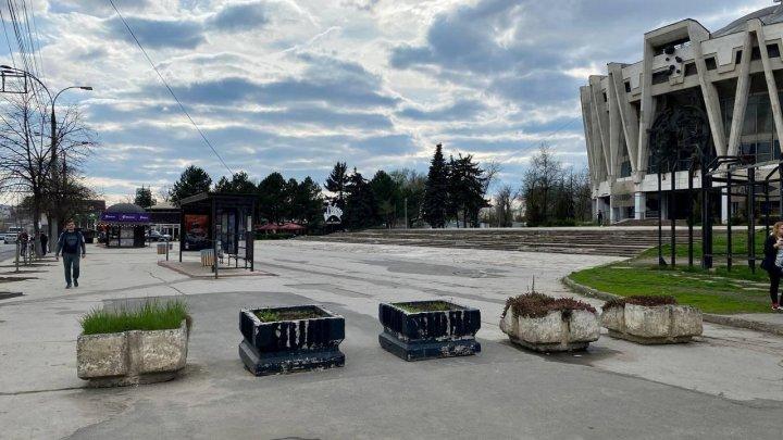 Ceban: În scuarul Circului nu mai este permisă parcarea mașinilor