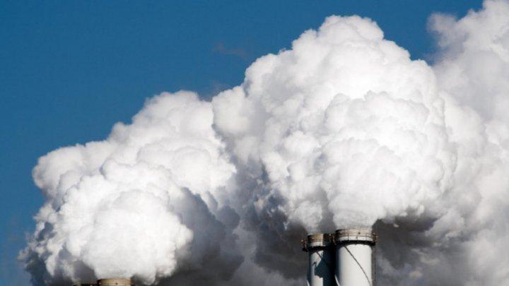 UE a adoptat obiectivul de a-şi reduce emisiile de carbon cu cel puţin 55% până în anul 2030