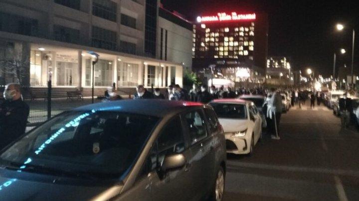 Cozi enorme la vaccinare în Ankara. Turcii așteaptă să se vaccineze ca să scape de restricții