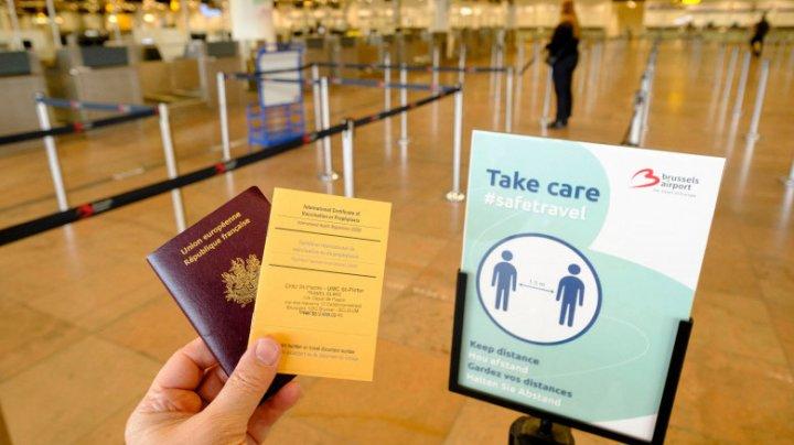 Comisia Europeană insistă ca statele UE să limiteze călătoriile din țările afectate de noile tulpini Covid