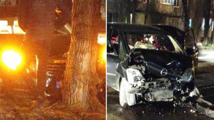 ACCIDENT GRAV în Capitală. Două mașini s-au lovit violent. Un automobil, făcut zob (FOTO)