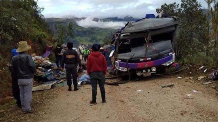 Peru: Cel puțin 20 de oameni și-au pierdut viața într-un accident de autobuz