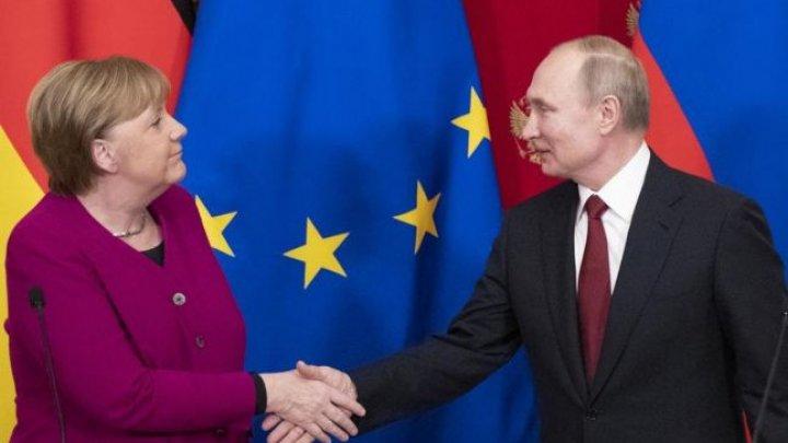 Merkel i-a cerut lui Putin să reducă prezența militară la granița cu Ucraina